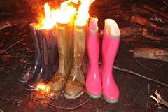 w2 (sim_hom) Tags: burning wellies