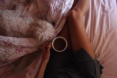 Día 9: Amanecer (Edna Bojórquez) Tags: pink coffee café bed legs amanecer cama wakeup cosita piernas