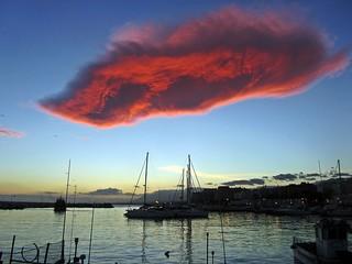 Nube sobre el puerto