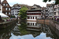 Straßburg (Elsass, Frankreich) (p_jp55 (Jean-Paul)) Tags: france reflection river frankreich rivière strasbourg reflet ill alsace strasburg fluss spiegelung petitefrance elsass gerberviertel