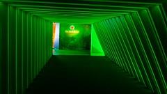 Tu lado Verde (camiloriosg) Tags: 1855mm 1855 réflex d3200 nikon entrada colores rojo roja estrella líneas simetría color luz brasil museo cerveza neón flúor green verde heineken