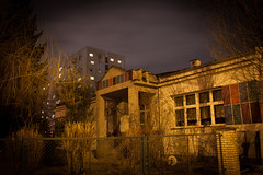 Soft Estate (salahudin's paragnomen) Tags: krakoff kraków architecture building night noflash nocturnal street light evening city urban salahudin salahudinsparagnomen polska poland