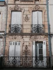 Villeneuve-sur-Lot, Lot-et-Garonne (Marie-Hélène Cingal) Tags: 47 lotetgaronne aquitaine nouvelleaquitaine france sudouest villeneuvesurlot fer iron balcons balconies