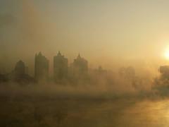 """中国GDP增速呈逐季回落趋势,投资、消费、出口这""""三驾马车""""的增速正在放缓。拉动经济的""""三驾马车""""正在成为""""三座大山""""........三驾马车""""正变""""三座大山"""" 专家:中国经济停滞了"""
