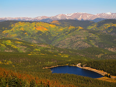 Echo Lake, Colorado (Batikart) Tags: park travel blue schnee autumn trees light vacation sky usa sun mountain holiday snow mountains green fall nature colors yellow america forest canon landscape geotagged colorado holidays unitedstates urlaub herbst natur rocky himmel denver september berge co rockymountains peaks blau amerika ursula frontrange tones landschaft range sonne wald bume baum vacanze echolake sander g11 100faves 2013 200faves batikart canonpowershotg11