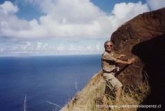 En una ladera de Orongo otra roca con petroglifos, lunes 4 de febrero 2002.