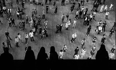 People watching (Jonathan Vowles) Tags: tate sillouette watching group crowd