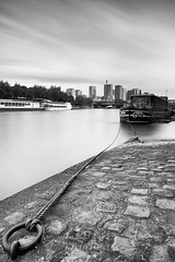 Quais de Seine (BigPilou) Tags: white black paris france seine canon soft long exposure noir exposition filter 09 lee 5d grad blanc quai f4 1740 hoya markii quais longue nd400