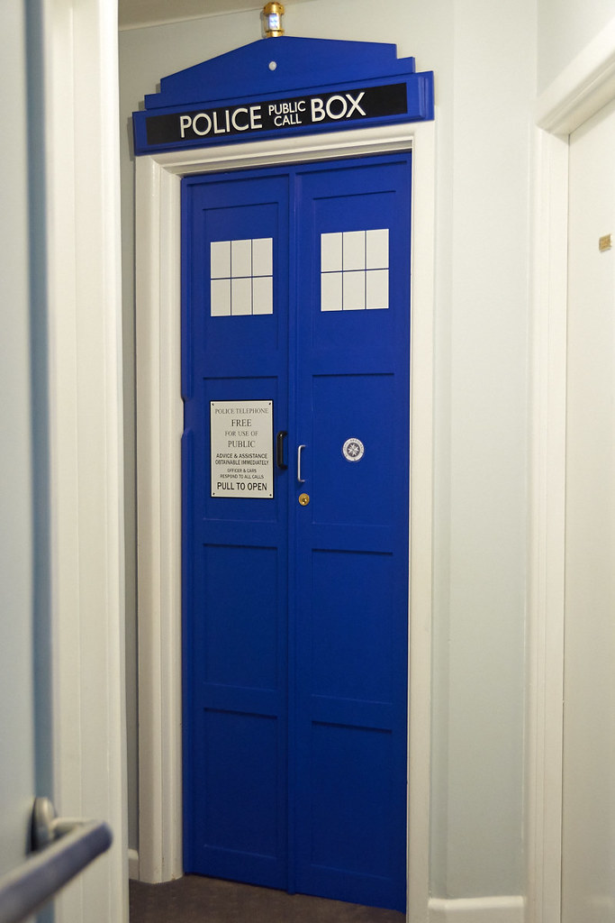 The world 39 s best photos of door and tardis flickr hive mind for Doctor who bedroom ideas
