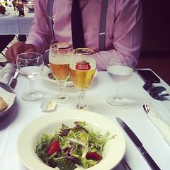 Lunch met Koen, napraten over An Evening with Bart De Waele en wachten om de instagram foto op te loaden. #singularity #vriendschap (Fredonis) Tags: en de lunch evening foto with over bart an op te koen om met wachten singularity vriendschap waele napraten instagram loaden