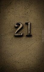 #21 (jacobo_gonzalez_castrodeza) Tags: detalle detail contrast nikon 21 girona numbers contraste catalunya numeros d40