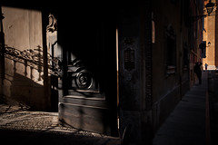 Le probabilit della luce (luce_eee) Tags: light shadow man modena