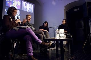 Okrogla miza Med sceno in skupnostjo; Barbara Rajgelj, Suzana Tratnik, Nina Dragičević, voditeljica Urška Sterle
