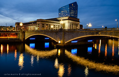 Philadelphia: 30th St. Station, Cira Centre and Market St. Bridge (Photography by Carlos Martin) Tags: urban philadelphia architecture flickr pennsylvania historical ciracentre 30thstreetstation environs universitycity schuylkillriver thebluehour marketstreetbridge grahamandersonprobstwhite césarpelli nikonflickraward ringexcellence dblringexcellence eltringexcellence infinitexposure
