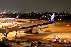 Night scene at Osaka Itami (Dennis HKG) Tags: plane canon airplane ana airport aircraft nh 1d osaka boeing 777 70200 767 planespotting itami itm staralliance allnippon allnipponairways rjoo