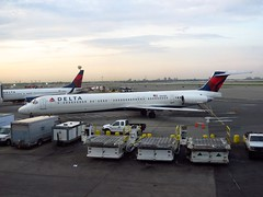 N945DL (redlegsfan21) Tags: lines john airport air dal delta jfk international f douglas dl kennedy mcdonnell md88 kjfk n945dl