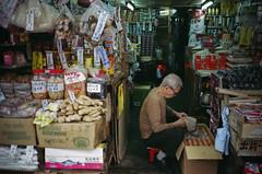 Contax T2 38760004 (Keith Kwok) Tags: candid snapshot streetphotography snap fujifilm 800 urbanlife xtra shamshuipo snapphotography streetsnap 深水埗 livinginthecitycity