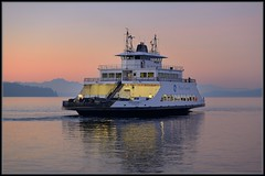 Foggy Ferry (Ernie Misner) Tags: sunset ferry boat washington pugetsound steilacoom vision:sunset=0806 awesometacoma