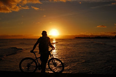 """No Cars Go"" (jcc55883) Tags: ocean sunset sky bicycle silhouette clouds hawaii nikon oahu horizon magicisland pacificocean honolulu alamoanapark yabbadabbadoo d40 nikond40 ainamoana"