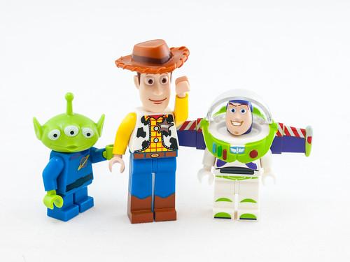 slr toy toys lego toystory buzzlightyear character small alien woody olympus indoors whitebackground spaceman digitalcamera e3 figurine zuiko lighttent digitalslr minifigure 50mmmacro zuikodigital olympuse3