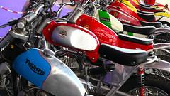 Bultaco, Montesa, Ossa y Triumph. La otrora gloriosa industria española de las dos ruedas con sus tres marcas más famosas, Bultaco, Montesa y Ossa (la Triumph se ha colado de rondón), también está presente en ClassicAuto Madrid