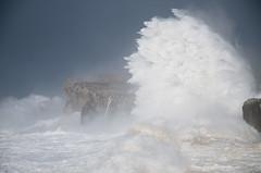 Desafiando las olas (elosoenpersona) Tags: storm waves asturias cliffs tormenta olas acantilado pria cantabrico galerna llames bufones guadamia elosoenpersona ciclogenesis