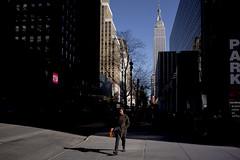 [New York] (Luca Napoli [lucanapoli.altervista.org]) Tags: nyc newyorkcity usa newyork manhattan empirestatebuilding ilovenewyork luciombre streetnewyork lucanapoli streetincolor sonyrx100