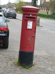 HP18 203 - Waddesdon PO, High Street 140411 (maljoe) Tags: postbox royalmail eiir hp18