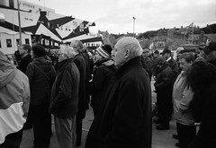 Crowd (Ilford XP2 Super 400 08) (AngusInShetland) Tags: bw film 35mm scotland xp2 esplanade worldwarone ww1 greatwar cambria ilford firstworldwar shetland lerwick worldwar1 territorial commemoration victoriapier xp2super400 troopship gordonhighlanders canoscan5600f ilfordsingleuse