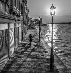 Je marche seul. (f.ray35) Tags: blackandwhite mer water noiretblanc contraste rue venise contrejour homme seul pavée