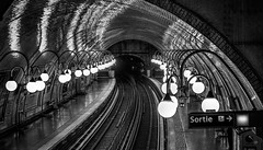 Cité (PokemonaDeChroma) Tags: metro underground subway cité metrocité paris france hdri lamps dark light canoneos6d ef24105mmf3556isstm platform ceiling reflection details blackandwhite monochrome bnw high dynamic range imaging