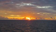 Croisière plongée à Raja Ampat - Indonésie (Valerie Hukalo) Tags: crepusculo coucherdesoleil sunset asie asia indonésie indonesia rajaampat hukalo safaribali croisière valériehukalo