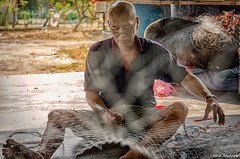 织网 (Marcus Lim @ WK) Tags: net fishermen fishingvillage nikon tamron1750 人文摄影 photojournalism