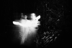 (Daniel Iván) Tags: longexposure light portrait blackandwhite blur blancoynegro luz blackwhite movement lowlight retrato movida movimiento motionblur desenfocada blackwhitephotography blackwhitephoto antiportrait sobreexpuesta blackwhitephotos fotografíablancoynegro bajaexposición blurism