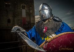 Montbazon_2013_AW_DSC9577_2 (CAWPhotos (Strobist part)) Tags: medieval knight chevalier armure bouclier tournoi pe montbazon 2013 heaume battleofnations cawphotos behourd