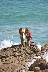 Girls on the rocks (La_Baronesa1) Tags: ocean girls beach nature surf waves surfboards playas surfergirls engabao surfecuador surfengabao