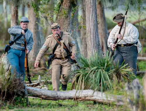 Civil war reenactors in action-6.jpg