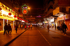 Night Shopping #1 (daniel.chodusov) Tags: china streets night hongkong nightlife traveling kawloon