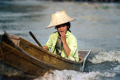 19-363 (ndpa / s. lundeen, archivist) Tags: people woman color film water hat 35mm thailand boat canal bangkok nick canals thai watersedge 1970s 1972 19 youngwoman 1973 strawhat klong dewolf khlong klongs nickdewolf photographbynickdewolf khlongs reel19