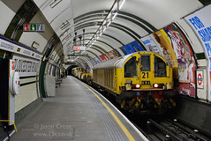 d22914 (15c.co.uk) Tags: tube londonunderground piccadillyline gloucesterroad l21 batteryloco
