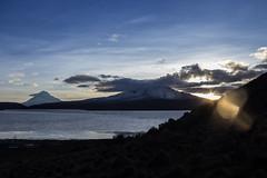 Eco (Lightriphoto) Tags: chile mountain lago dawn amanecer montaa altiplano arica parinacota amanacer chungara lagochungar volcanparinacota