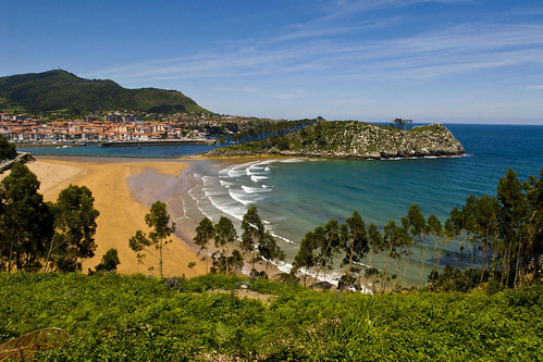 spain-vizcaya-lekeitio-village-beach-c-antonio-real