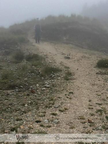 camino en el quilotoa