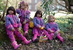 Kindergartenkinder ... (Kindergartenkinder) Tags: kindergartenkinder annette himstedt dolls schloss herten frühling osterglocken garten personen jinka kindra setina bellis märzenbecher