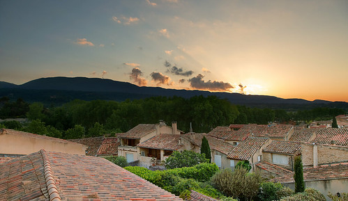 village de cucuron sunrise