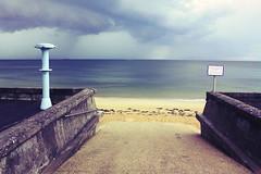 Showr, Plage de Bonne Source, Pornichet (Olivier Decr) Tags: ocean france praia beach shower frankreich path horizon playa atlantic passage francia plage spiaggia douche 44 atlantico pornichet atlantique  beachshower loireatlantique douchedeplage