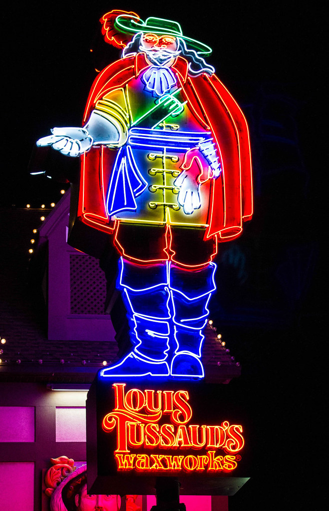 Louis Tussaud sign Niagara Falls 2013