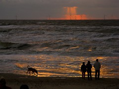 IMG_7328 b Egmond / Nordsee (Traud) Tags: sunset holland silhouette wasser sonnenuntergang nordsee niederlande egmond windräder