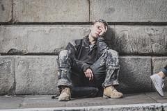 Sneaky peak (DamianRees) Tags: street london candid strangers worker londoners