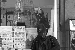 Sueños (Joe Lomas) Tags: madrid street leica urban españa navidad calle spain candid loteria m8 reality streetphoto urbano urbanphoto realidad callejero robado robados realphoto fotourbana fotoenlacalle fotoreal photostakenwithaleica leicaphoto